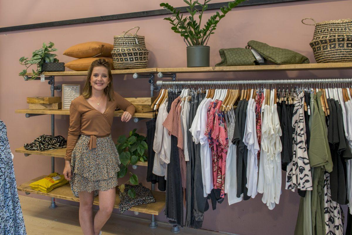 Audrie Dijkstra in haar winkel